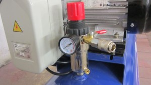 Reduktor z odwadniaczem na butli + szybkozłączka z zaworem kulowym.