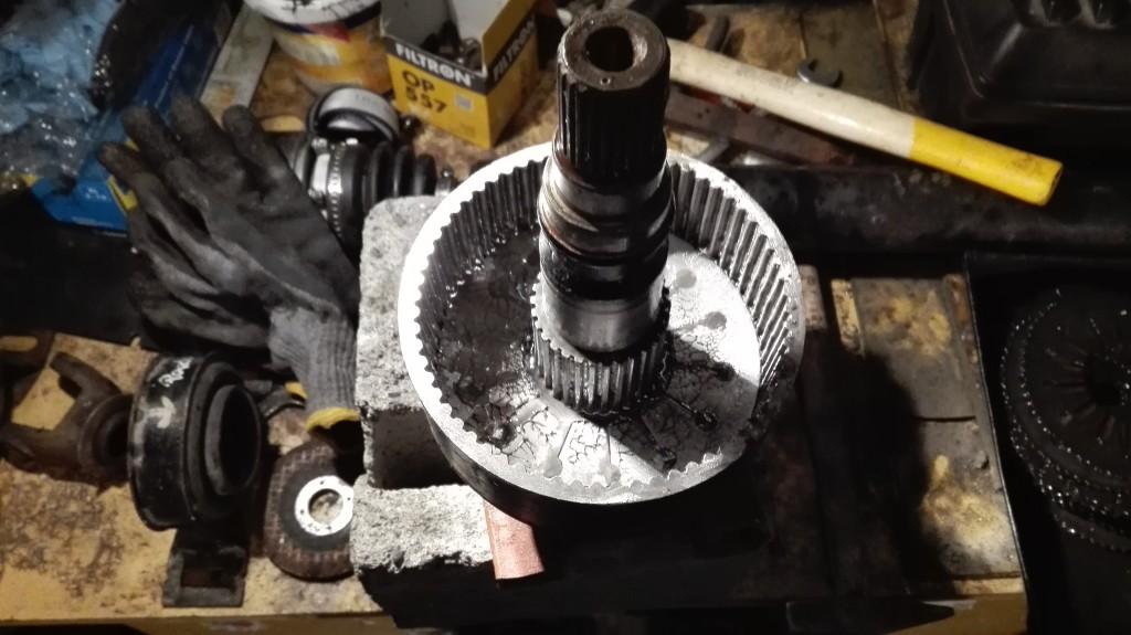 Regeneracja sprzęgła wiskotycznego Land Rover.