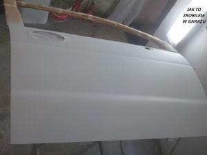 Drzwi w podkładzie akrylowym