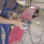 Jak naprawić pęknięty zderzak - przygotowanie do podkładowania