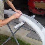 Jak naprawić pęknięty zderzak - szlifowanie podkładu akrylowego